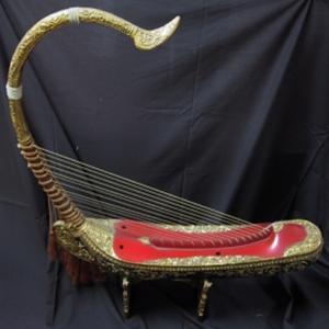 Saung Gauk adalah alat musik tradisional yang berasal dari Kalimantan ...